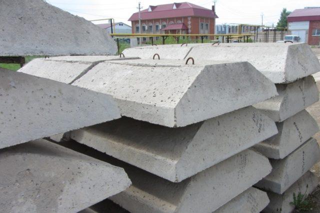 Часто плиты железобетонные ленточных фундаментов ФЛ применяют в сфере строительства частных домов или дач