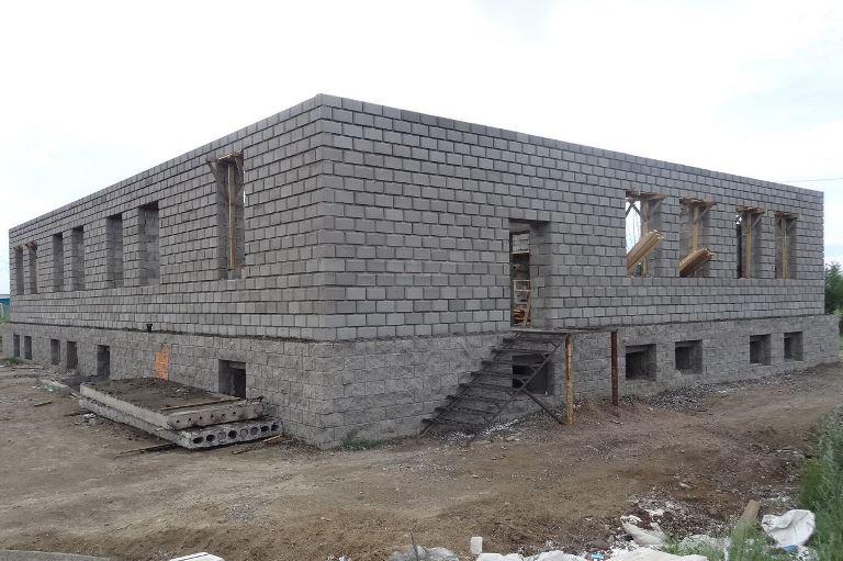 Цементно-песчаные блоки могут выдерживать большие нагрузки