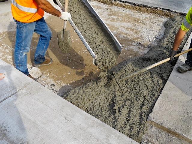 В зависимости от требований используют необходимые бетонные смеси