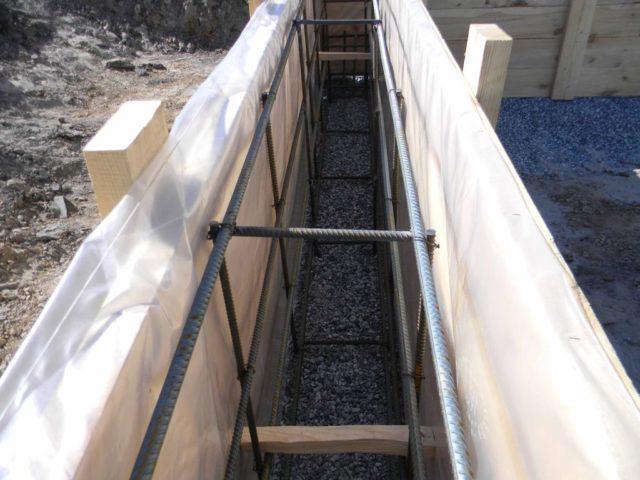 Он заключается в придании бетону вспомогательного укрепления при помощи добавления связанной между собой арматуры