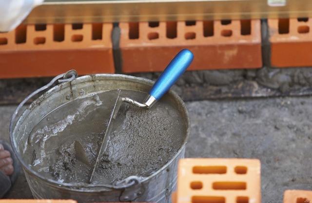 Песок, используемый для приготовления раствора, должен быть чистым и просеянным сквозь специальное сито