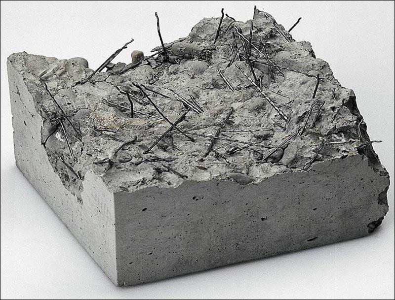 В прошлом с расчетом на снижение хрупкости и количества появления трещин, предпринимались меры по повышению прочности бетона