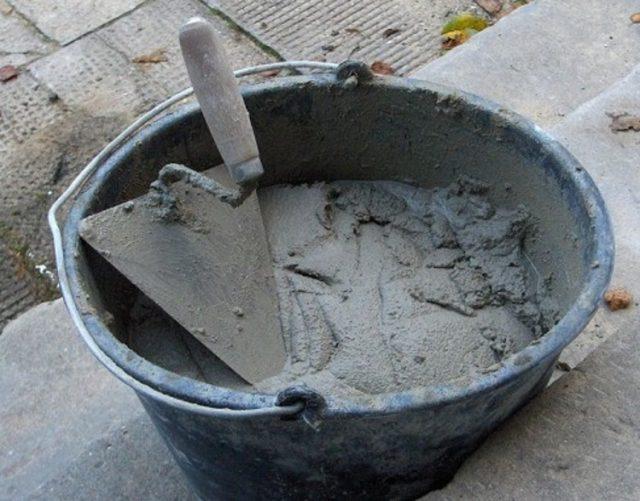 Чтобы сделать пластификатор для бетона своими руками, не стоит искать каких-то четких пропорций – их попросту нет