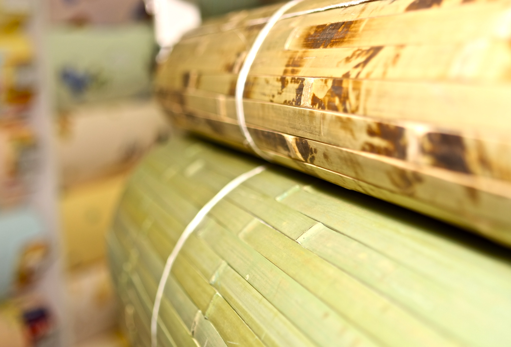 Как правильно использовать бамбуковые обои в квартирном интерьере?