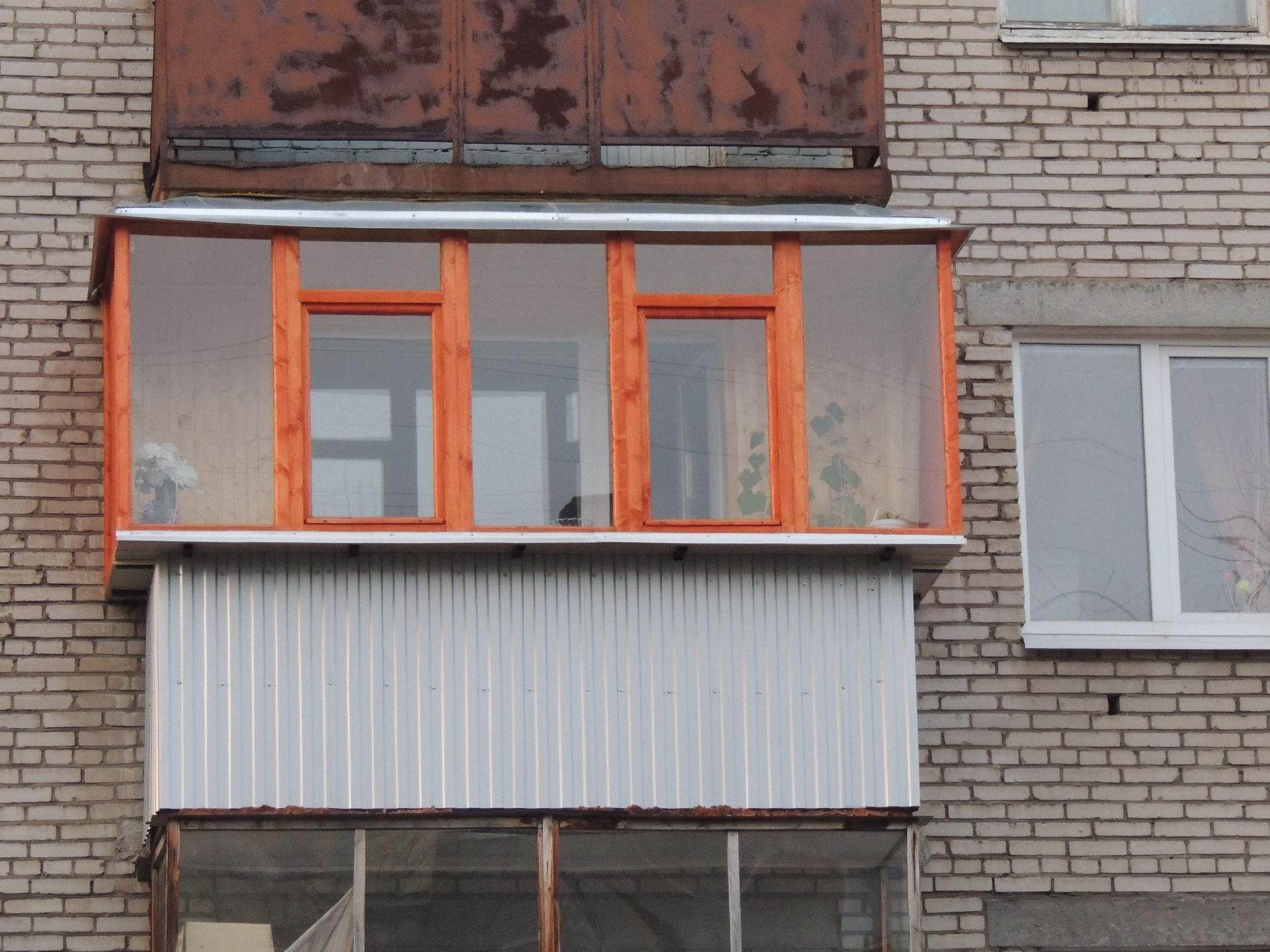Современный способ увеличения балкона – остекление с выносом