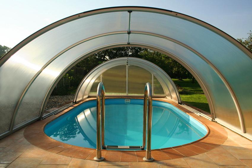 Навесы для бассейна из поликарбоната: фото, материал и форма