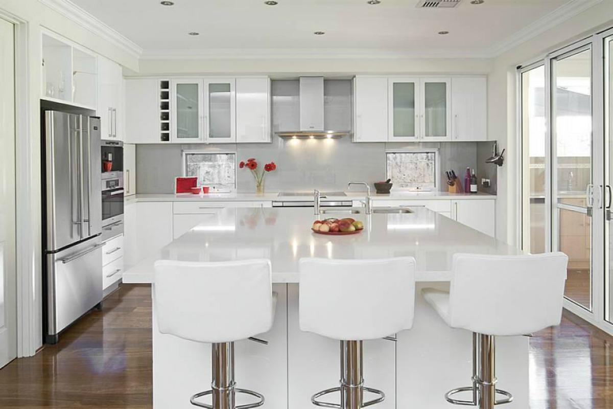 Классическая белая кухня 2019: фото, советы, новинки, дизайн