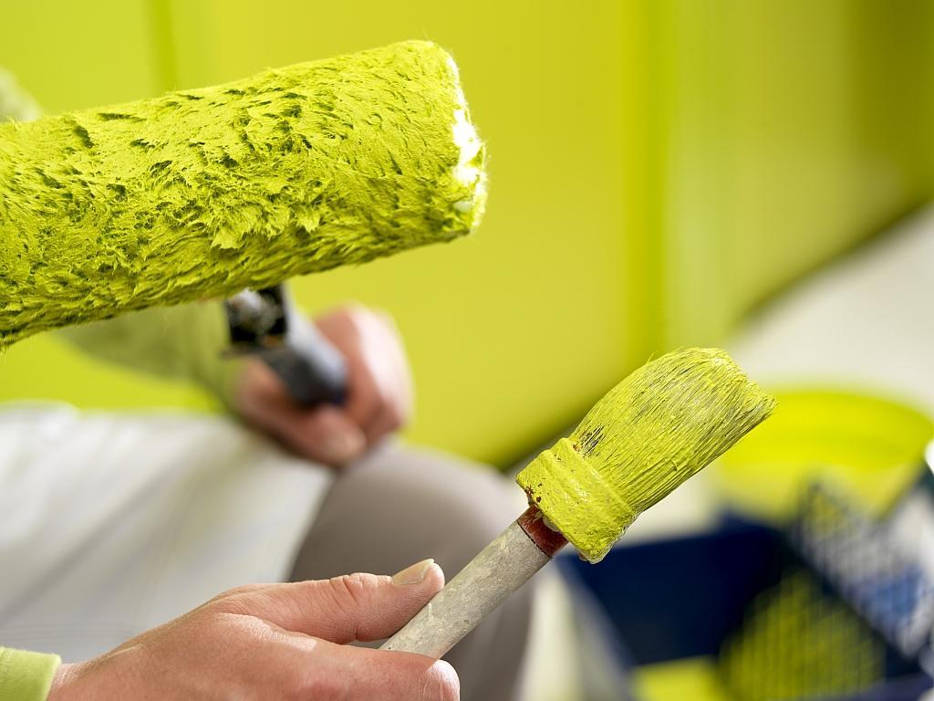 Резиновая краска по бетону: разновидности, свойства, выбор