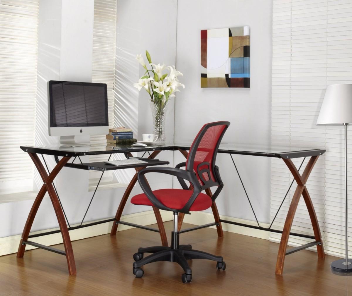 Угловой компьютерный стол: фото, достоинства, рекомендации