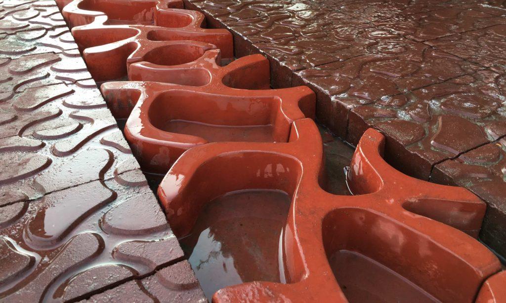 Гениальные решения: Тротуарная плитка для сбора и повторного использования дождевой воды - Дача