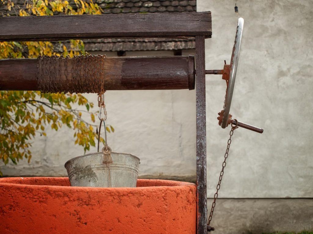 Колодец на дачном участке – необходимость или пережиток прошлого?