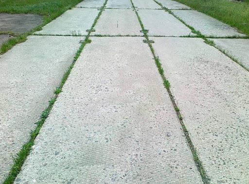 На какие особенности аэродромной и дорожной плит следует обратить внимание при их выборе